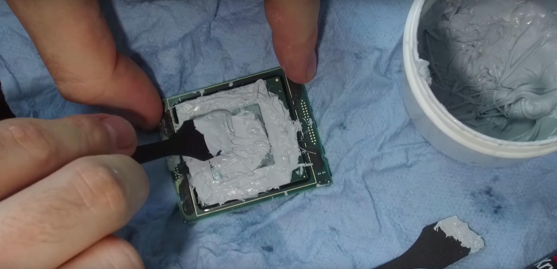 Le Intel Core i9-7980XE 18-Core @ 6.1GHz consomme 1000 W