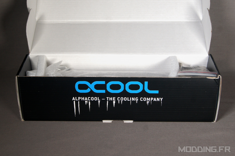 Alphacool_CapeCorp25_Box_opening