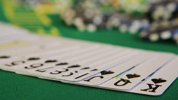 Un algorithme imbattable au poker