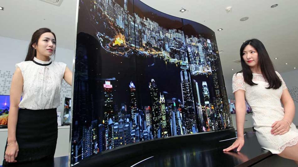 LG dévoile un écran de 111 pouces OLED double face