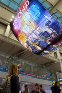 48516_01_lg-teases-worlds-largest-oled-display-140-55-inch-4k-oleds_full