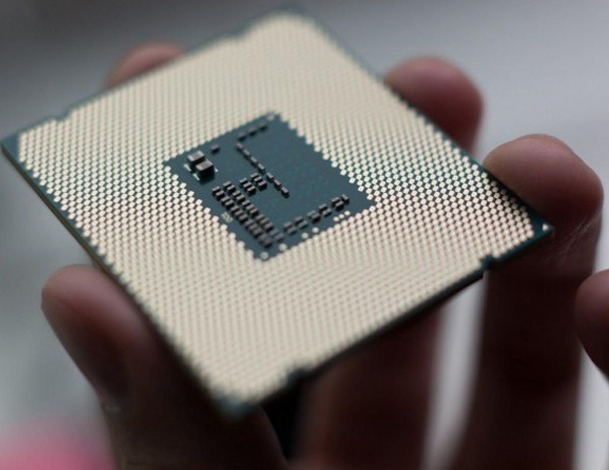 Le i7-6950X se montre un peu chez Intel