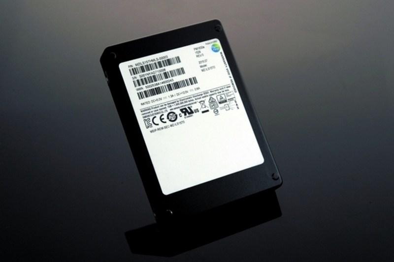 Samsung lance son SSD de 15TB pour 10000$