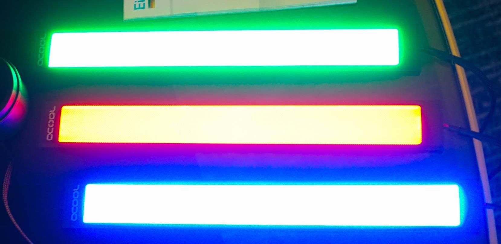 Des panneaux lumineux chez Alphacool