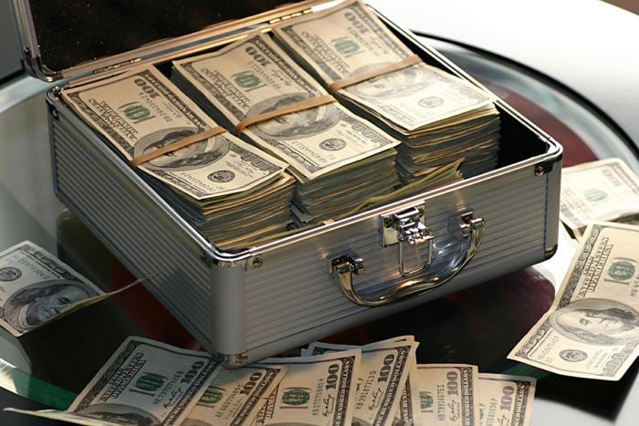 money_case_ransom_hundreds-100708051-large