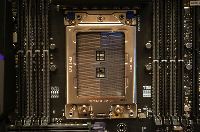 Le socket TR4 d'AMD est gigantesque