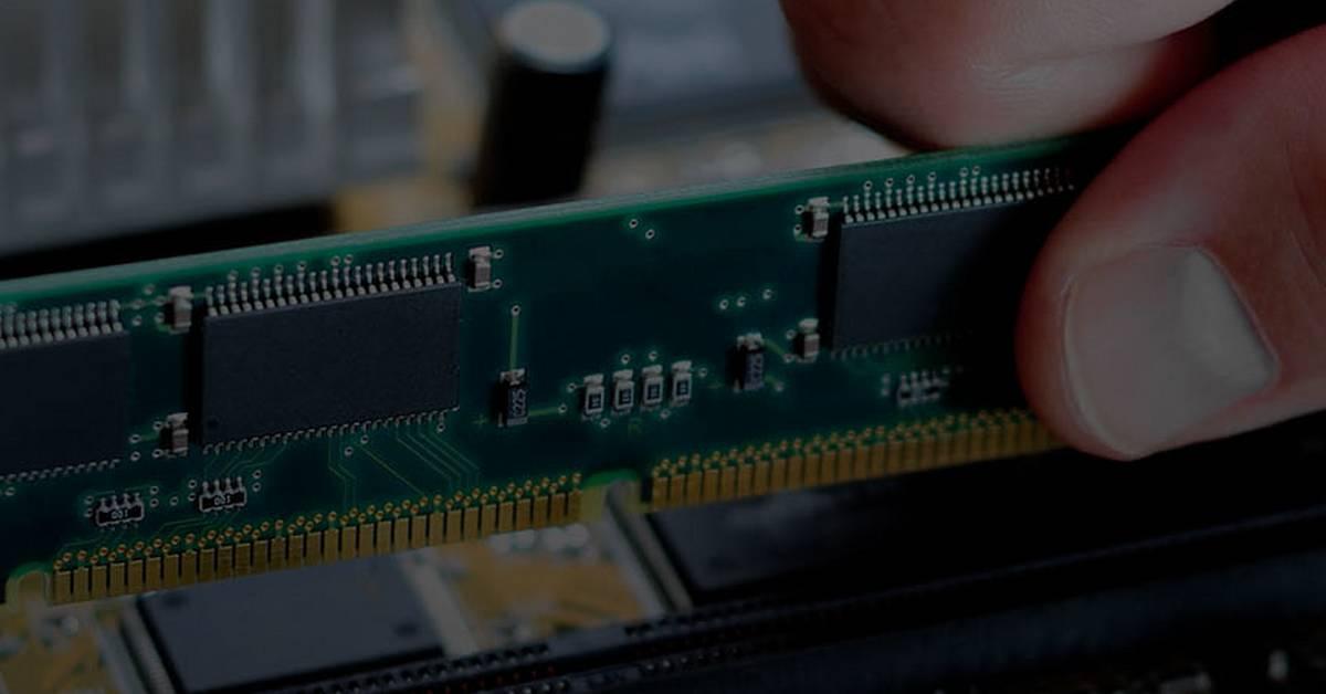 Samsung, SK Hynix et Micron auraient conclu des accords pour gonfler les prix de la RAM