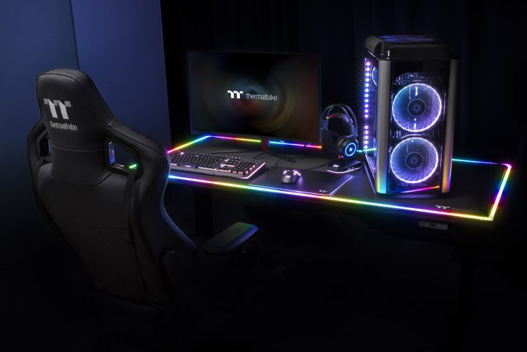 Thermaltake lance son bureau gaming à 1199 $