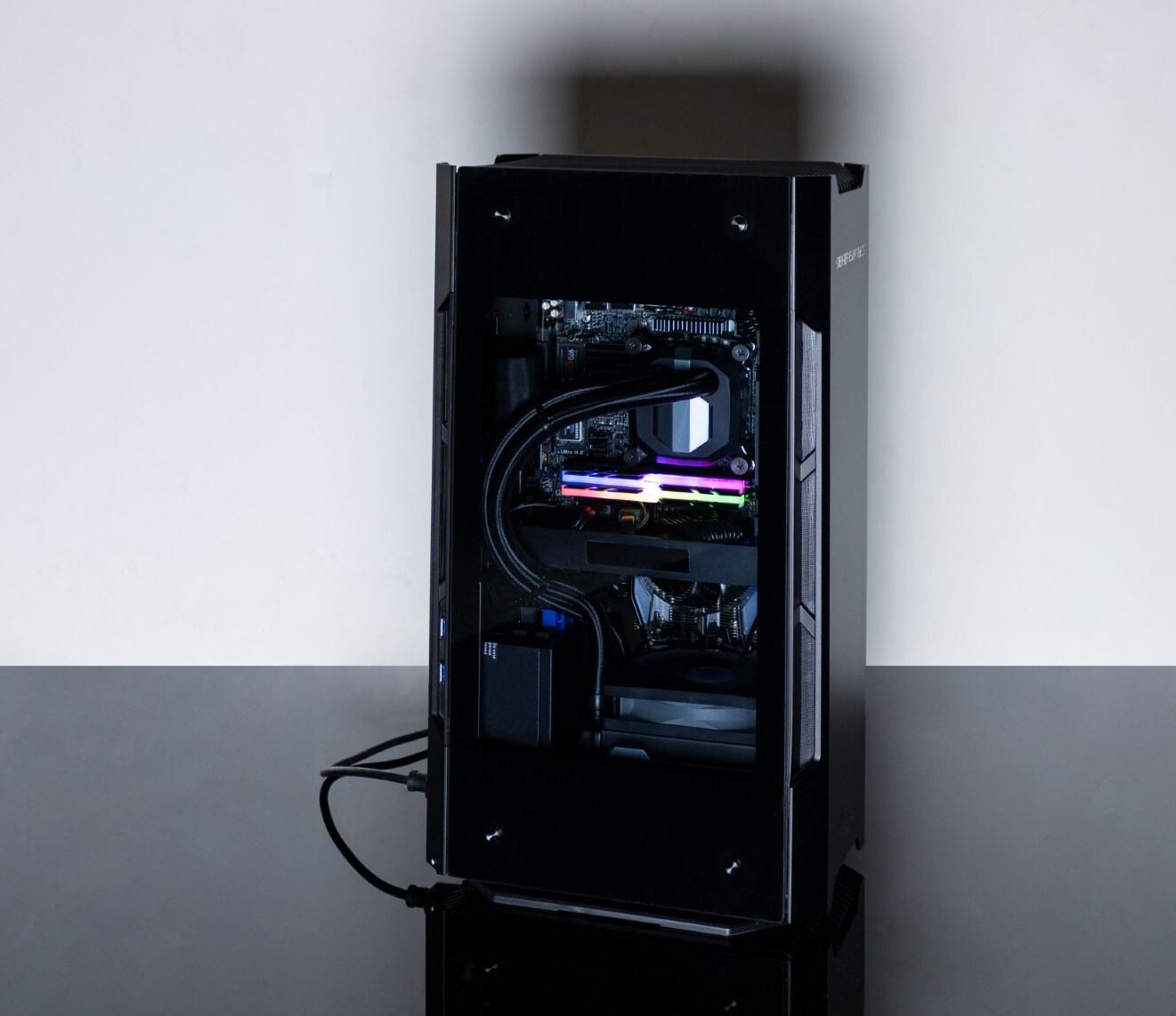 STEIGER DYNAMICS lance le PC de jeu de salon FORGE